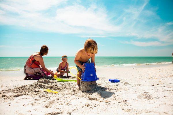 Дети па пляже