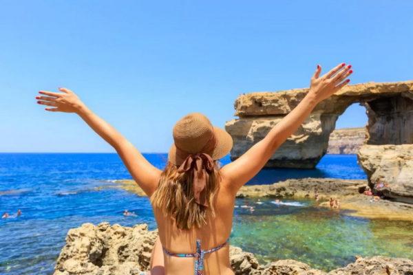 Девушка в Мальте