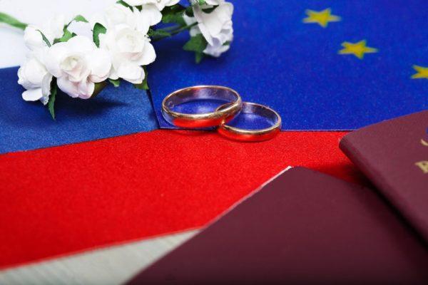 Флаг РФ и кольца