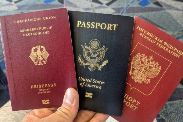 Немецкий, американский и российский паспорта
