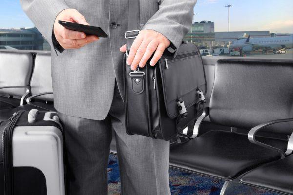 Бизнесмен в аэропорту