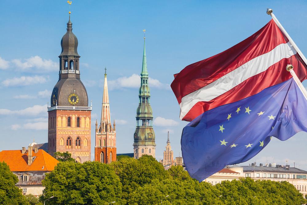 Как россиянину получить вид на жительство в Латвии – можно купить недвижимость?