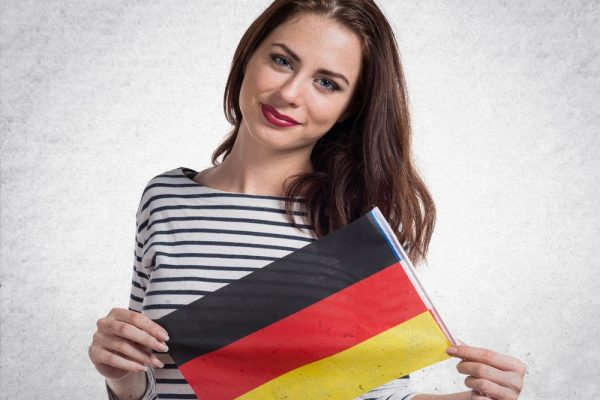 Девушка с флагом Германии