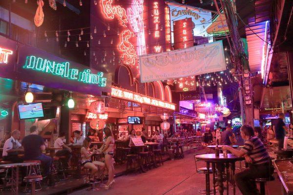 Вечер в городе Таиланда