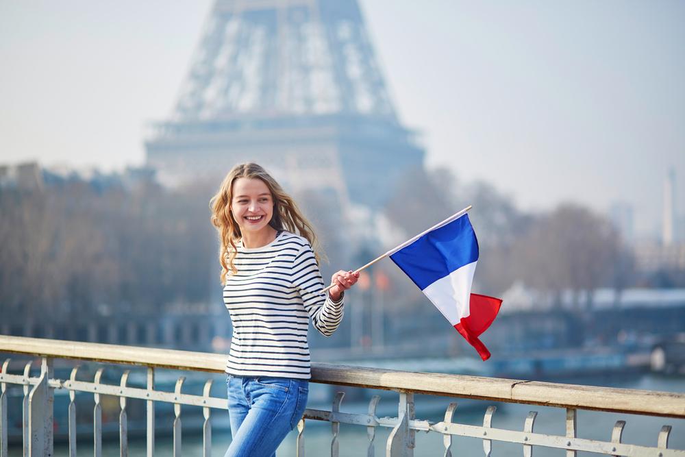Как россиянину получить вид на жительство во Франции