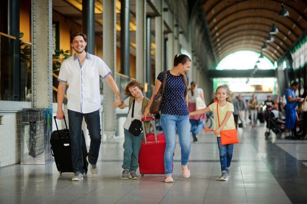 Семья на вокзале