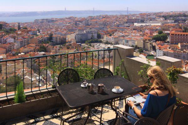 Женщина в Лиссабоне
