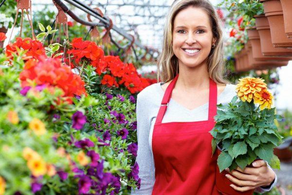 Девушка садовод